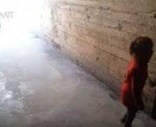 فعالان شبکه های اجتماعی سوریه فیلمی منتشر کردند :در میان سکوت مجامع حقوق بشری دختر بچه سوری در ترکیه به شکل وحشیانه ای قربانی باندهای قاچاق اعضای بدن شد.