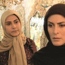 مجموعه تلویزیونی «زیر پای مادر» داستانی خانوادگی و چند وجهی دارد و داستان اتفاقات رخ داده میان اعضای یک خانواده را به تصویر میکشد.