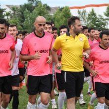 آخرین تمرین سپیدرودیها در واپسین روز بهار پیش از اردوی کردان با حضور تمامی بازیکنان و اعضای کادر فنی و هواداران پرشور سرخ پوشان برگزار شد.