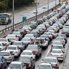 با اشاره به گزارش 24 ساعته ترددروز سه شنبه،6 تیر ماه سالجاری، اظهار کرد: 76 هزار و731 وسیله نقلیه وارد استان و 85هزار و114 وسیله نقلیه از استان خارج شده است