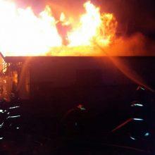 آتش سوزی در بلوار نامجو رشت در ساعت ۵:۳ دقیقه صبح امروز در بلوار نامجو، کوچه توکل رخ داد.گفتنی است: ۳۸ آتش نشان بهمراه ۱۵ دستگاه خودروی اطفایی