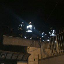۵۱آتش نشان و افسر ارشد آتشنشانی بهمراه ۱۱ دستگاه خودروی اطفایی به محل حادثه واقع در سیاه اسطلخ رشت کوچه ۶۶ اعزام شدند.یک آتش نشان راهی بیمارستان شد