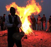 آیین بومی « آیین نوروزبل » ، همزمان با آغاز سال نوی دیلمی در گاهشماری باستانی گیلان، عصر شانزدهم مرداد ماه در هالی دشت لنگرود برگزار می شود.