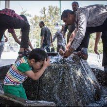 گرمازدگی : گرمای هوای خوزستان در این روزها به اوج خود رسید و شهروندان خوزستانی در بیشتر شهرهای این استان دمای بالای 50 درجه را تجربه میکنند.