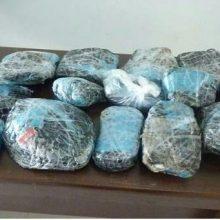 رئیس پلیس مبارزه با مواد مخدر استان امروز گفت : ماموران انتظامی 3 کیلو گرم هروئین در رشت را با گزارش مردمی و در بازرسی از یک خودرو تیبا کشف کردند.