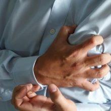 پزشکان هشدار میدهند که بالا رفتن غیرمعمول سطح کلسیم در خون بر خطر افزایش ابتلا به بیماری عروق کرونری و حمله قلبی تأثیر میگذارد.