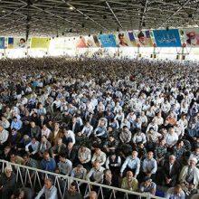 به نقل از جمهوری اسلامی، حضور یک زن در صفوف اول نماز جمعه دیروز تهران موجب تعجب نمازگزاران شد.چگونه توانسته بود به قسمت آقایان راه یابد و میان آنها بنشیند؟