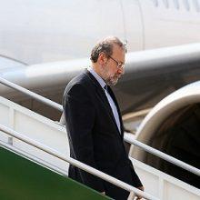 دکتر علی لاریجانی دقایقی پیش با استقبال استاندار، نمایندگان مجلس شورای اسلامی و جمعی از مقامات ارشد محلی وارد فرودگاه بین المللی سردار جنگل رشت شد.