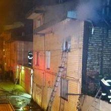آتشسوزی در خیابان مدرس رشت در پشت بام ساختمان دو طبقه :آتش سوزی و ریزش آوار در خیابان شهید مدرس رشت، برای یکی از آتش نشانان حادثه ساز شد.