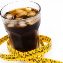 نوشیدنیها رژیمی یا غذاهای رژیمی در حقیقت سبب افزایش وزن و ابتلا افراد به دیابت میشوند زیرا مغز در شمارش میزان کالری موجود دچار اشتباه شده