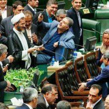 ماکت موگرینی در شیراز که گفته شده است در خیابان کریم خان در شیراز برای گرفتن عکس سلفی اقشارکم درآمد! بوده رونمایی شد!