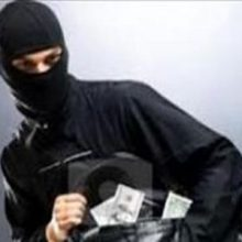 فرمانده انتظامی فومن از دستگیری سارق حین سرقت از بانک ملی گوراب پس فومن خبر داد.ماموران انتظامی پاسگاه گوراب پس این شهرستان در ساعت ۰۴:۳۰ دقیقه بامداد