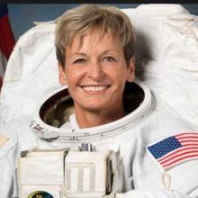 با کپسول فضایی سایوز از ایستگاه فضایی بین المللی به زمین بازگشت. این زن فضانورد اما با ۶۶۵ روز زندگی و ماموریت در فضا رکورد حضور فضایی ناسا را در این زمینه