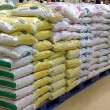 ممنوعیتواردات برنج تا پایان فصل پاییز ادامه دارد.بر اساس ابلاغیه گمرک ایران ترخیص محمولههای برنج وارداتی که تشریفات گمرکی آنها تا پایان وقت اداری ۳۱ مرداد