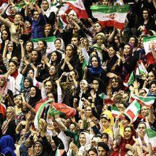مطابق نظرسنجی اخیر ایسپا ، ۶۱.۱ درصد مردم ایران موافق حضور زنان در ورزشگاهها هستند.مرکز افکارسنجی دانشجویان ایران در بیستم و بیست و یکم شهریورماه ۱۳۹۶