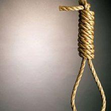 حمید کریمیرییس زندان مرکزی شهرکرد گفت: قاتل جوان پای چوبه دار به شرط حفظ سه جزء از قرآن کریم بخشیده شد. بخشش قاتل پای چوبه دار