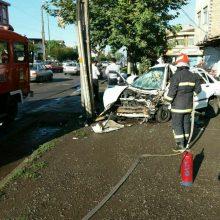 انحراف خودرو پراید در بلوار شهید بهشتی رشت و برخورد با تیر چراغ برق ؛ یک مجروح بر جای گذاشت. خودرو در پیاده رو متوقف شد.