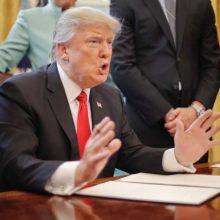 رئیسجمهور آمریکا در آستانه ورودش به ژاپن در جریان یک سفر آسیایی، در ادعایی بیاساس مسئولیت حمله موشکی یمن به عربستان به ریاض را متوجه ایران دانست.