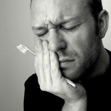 می دانید که دندان درد عموما در شب ها، هنگام خواب تشدید میشود؟ به نظر شما چه دلیلی میتواند برای این نوع درد وجود داشته باشد؟
