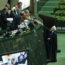 طبق مذاکراتی هفته گذشته با دولت داشتیم آقای روحانی در جلسه علنی فردا (یکشنبه) مجلس حضور می یابد و لایحه بودجه ۹۷ را تقدیم مجلس می کند. تقدیم لایحه بودجه ۹۷
