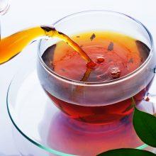 انواع چای و دمنوشها میتوانند گلودرد را تسکین بدهند اما شما باید قبل از مصرف این چایها به عنوان درمان، با پزشکتان مشورت کنید.
