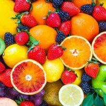 توت فرنگی میوه ای ایده آل برای تقویت چربی سوزی و کاهش وزن است، زیرا از کالری کمی بهره می برد. این میوه به کاهش احساس گرسنگی نیز کمک می کند.