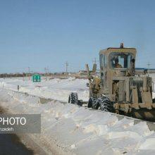 رئیس پلیس راه گیلان با اشاره به بسته بودن محور قزوین - رشت در محدوده گردنه کوهین به علت بارش شدید برف و کولاک از بازگشایی این مسیر خبرداد.