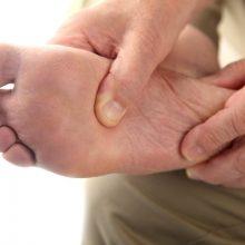 بدن شامل سیستم های به هم پیچیده، شبکه ها و ساختارهای به هم پیوسته است و زمانی که مشکلی در قسمتی از بدن رخ دهد، به صورت علایمی در قسمت های دیگر ممکن است ظاهر شود. پاها