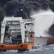 همزمان با خبر غرق شدن نفتکش ایرانی در آبهای دریای شرق چین، شایعهای منتشر شد که روایت متفاوتی از شروع حادثه به دست میدهد؛ اینکه کشتی سانچی مورد حمله آمریکاییها قرار گرفته است!
