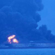 نیروهای امدادرسان روز دوشنبه برای دومین روز همچنان در تلاش برای مهار آتشسوزی نفتکش ایرانی بودند که به دنبال برخورد با یک کشتی باری در سواحل شرقی چین آتش گرفت.