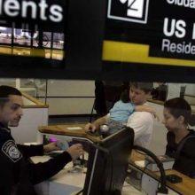 آمریکا اعلام کرد که ممنوعیت ورود مهاجران از ۱۱ کشور عمدتا مسلمان را لغو کرده اما گفته، آنهایی که به دنبال ورود به آمریکا هستند باید از بین تدابیر شدیدتر امنیتی نسبت به گذشته عبور کنند.