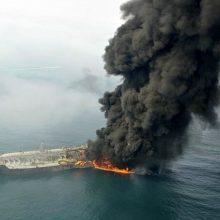 هادی حق شناس، معاون دریایی سازمان بنادر و دریانوردی کشور گفت: نفتکش ایرانی حادثه دیده در آب های چین ۳۲ سرنشین داشت که ۵ نفر از آنها گیلانی هستند. پنج گیلانی در میان سرنشینان نفتکش