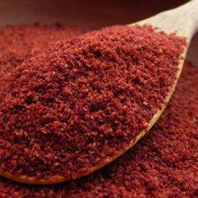 """دمنوش """"سماق"""" قند خون و اوره را تنظیم میکند, با اضافهکردنش به گوشت قرمز ترکیبات مضر آن دفع شده و هضم معدهکامل صورت میگیرد."""