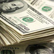 دلار و سکه در ادامه مسیر صعودیشان همچنان تخت گاز میروند؛ به گونهای که دلار به ۵۰۰۰ تومان نزدیک شده و سکه هم ۴۰ هزار تومان افزایش قیمت دارد. دلار در مرز ۵ هزار تومان