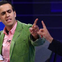 علی کریمی و محمدرضا ساکت میهمان برنامه نود بودند تا مناظره ای در مورد مشکلات فدراسیون فوتبال در مدت اخیر مطرح شود و پاسخ داده شود.علی کریمی در این برنامه از پرت کردن