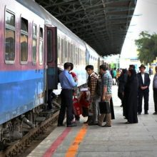 پیشفروش بلیطهای نوروزی قطار از ساعت 8 صبح امروز به دو صورت اینترنتی و همچنین دفاتر فروش بلیط در سطح شهر آغاز شد.