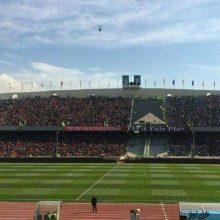 از ٢٠ روز قبل از داربی، توییتهایشان منتشر میشد. گفته بودند که باز هم میآیند؛ یعنی قرارشان این است که آنقدر جلوی استادیوم صف بکشند تا بالاخره درها باز شود. زنان بازداشتی روبهروی آزادی