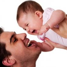 پدران نقش غیر قابل انکاری در سلامت نوزادان خود دارند و حمایت عاطفی آنها میتواند مانع از ابتلای نوزاد به بسیاری از بیماریها شود. شباهت نوزاد به پدر