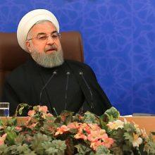 حجت الاسلام حسن روحانی روز سه شنبه و در دیدار نوروزی جمعی از وزرا، استانداران و مدیران دستگاه های اجرایی، اظهارداشت: مردم ولی نعمت مسوولان ؛ روحانی در دیدار عیدانه