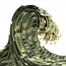 بازار ارز و سکه در ایام تعطیلات نوروز هم از تحولات دست برنداشت تاجایی که دلار برای نخستین بار به ۵۱۰۰ تومان و سکه به بیش از یک میلیون و ۷۰۰ هزار تومان رسید.