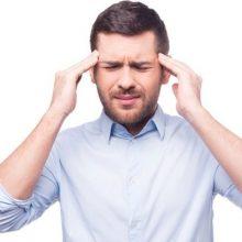 گوشت های فرآوری شده، مانند سوسیس و کالباس، حاوی مواد شیمیایی افزوده شده و تیرامین هستند که هر دو با شکل گیری سردرد پیوند خورده اند. سردرد را تشدید