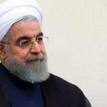 رئیس جمهور روحانی شب گذشته با انتشار تصاویری در اینستاگرامش بار دیگر از حضور زنان در ورزشگاه دفاع کرد. حضور زنان در ورزشگاه