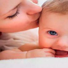 کارشناسان در جدیدترین پژوهشهای خود دریافتند بوسیدن صورت نوزادان به دلیل ضعف سیستم ایمنی بدن خطرات جبران ناپذیری برای سلامت آنها در پی دارد.