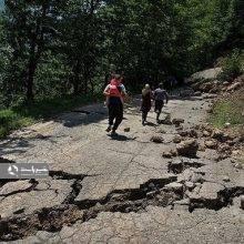 مصطفی سالاریاظهار داشت: متاسفانه رانش زمین و سیلاب که ساعت ۱۷ عصر روز جمعه در روستای کاکرود رحیم آباد به وقوع پیوست سبب شد جان ۴ نفر از عزیزان