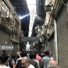 بازاریان تهران صبح امروز در اعتراض به رکود حاکم بر بازار ، گرانی نرخ ارز و کمبود مشتری با بستن مغازههای خود دست از کار کشیدند و تجمع مسالمتآمیزی