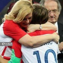 به دنبال عمل هنجارشکنانه کولیندا کیتاروویچ، رئیسجمهوری زن کرواسی که در مراسم اهدای جام جهانی روسیه، همه بازیکنان دو تیم فرانسه و کرواسی