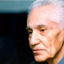 مدال جایزه ادبی زنده یاد استاد فرض پور ماچیانی به احمد سمیعی گیلانی