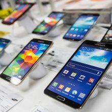 محمدجواد آذریجهرمی، وزیر ارتباطات گفت: در نتیجه کاهش نرخ ارز در روزهای گذشته، قیمت گوشی ۲۰ درصد کاهش یافته و بنا بر ادعای وارد کنندگان موبایل، در صورت ؛ گوشی تلفن ۵۰ درصد ارزانتر