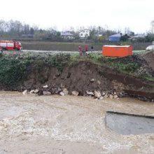 سقوط یک پراید به داخل رودخانه در فومن