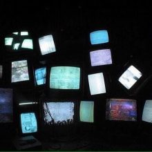 چرا آغوش تلویزیون به روی غم باز است؟